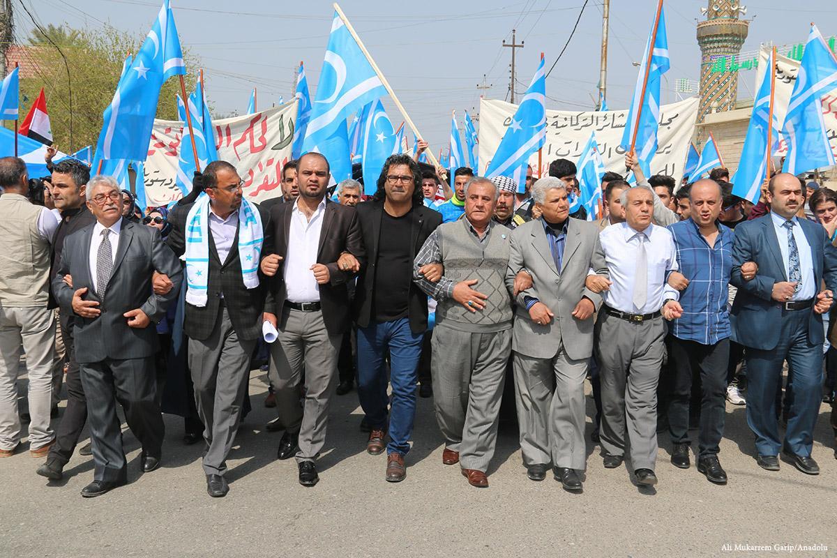 Kürt bayrağının asılmasını protesto eden Türkmenler, 29 Mart 2017